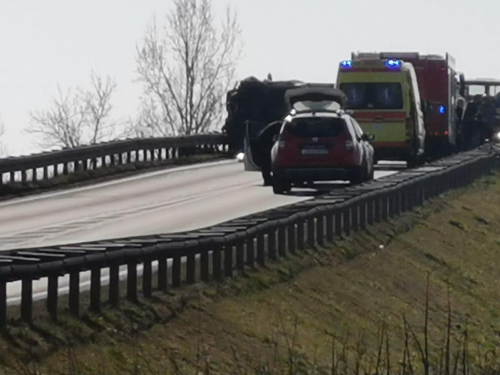 Prometna nesreća na nadvožnjaku kod Buševca (4)