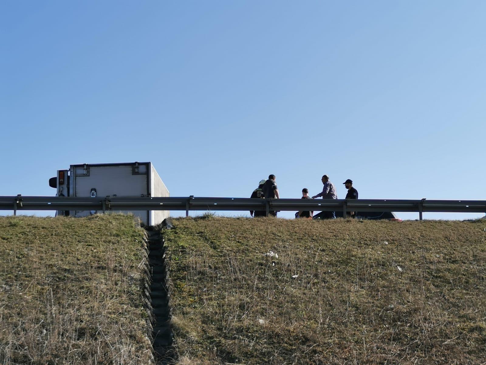 Prometna nesreća na nadvožnjaku kod Buševca (6)